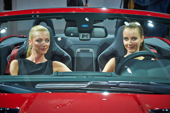 Messe-Girls-IAA-2013-fotoshowImage-b5ab8d39-719466